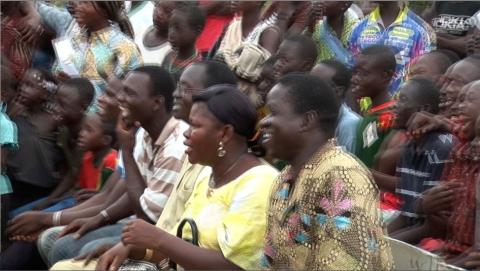 Theatermacher Roger Nydegger führt in Burkina Faso auf.